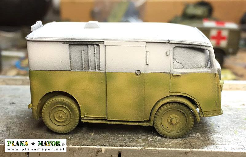 Citroen TUB 1937 Ambulancia con pintura base - vista lateral izquierda